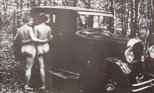 vrouwen-bij-auto